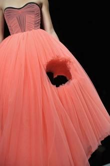 Paris Fashion Week: Viktor & Rolf Spring 2010 Photo 22