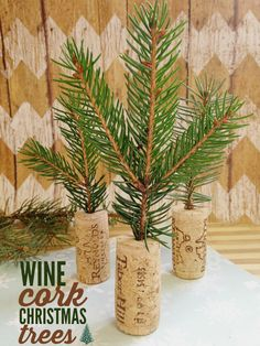 Create wine cork Christmas trees with this easy and fast DIY!