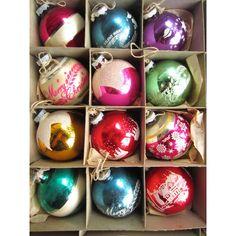 Vintage Box of Shiny Brite Decorated Glass Ball Christmas Tree Ornaments Original Box of 12 Antique Christmas Ornaments, Christmas Past, Vintage Ornaments, Retro Christmas, Vintage Holiday, Christmas Tree Ornaments, Polish Christmas, Vintage Decorations, Vintage Santas