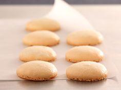 Découvrez la recette Coques macarons natures sur cuisineactuelle.fr.