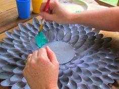 Pretty chrysanthemum mirrors made from plastic spoons!  Fun tutorial!