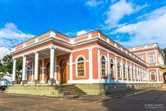 Lateral do Museu Imperial de Petrópolis, Rio de Janeiro. antigo Palácio de Verão do imperador brasileiro Dom Pedro II. #viagem #brasil #serra