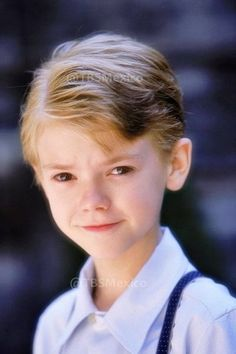 hey im newt and I aged back a little I really want to go back to my real age help come say hi Newt Thomas, Maze Runner Thomas, Maze Runner Cast, Maze Runner Movie, Maze Runner Series, Thomas Brodie Sangster, Dylan O'brien, Best Actor, Celebrity Crush