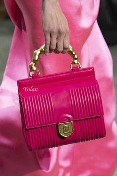 Schiaparelli Spring 2020 Couture Fashion Show Details: See detail photos for Schiaparelli Spring 2020 Couture collection. Look 121 Hermes Bags, Hermes Handbags, Luxury Handbags, Fashion Handbags, Purses And Handbags, Fashion Bags, Couture Fashion, Mode Rose, Couleur Fuchsia
