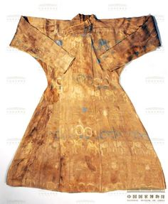Brocade Robe with Vulture and Confronting-goats Design Song Dynasty, height 134cm