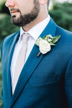 Shelby & TJ's Rustic Spring Wedding - The Celebration Society White Rose Boutonniere. Photo by Dash Wedding Flower Arrangements, Flower Bouquet Wedding, Bridal Bouquets, Wedding Centerpieces, Floral Arrangements, White Rose Boutonniere, Modern Groom, Emerald Green Weddings, White Roses