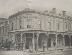 Queens Arms Hotel    Photograph of the Queens Arms Hotel, Swanston Street Melbourne, ca.1880.