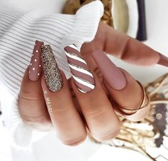 Winter Nail Designs, Christmas Nail Designs, Best Acrylic Nails, Acrylic Nail Designs, Acrylic Nails With Design, Stylish Nails, Trendy Nails, Xmas Nails, Grey Christmas Nails