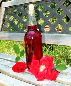 Verus konyhája: Rózsaszörp Hot Sauce Bottles, Syrup, Food And Drink, Drinks, Decor, Canning, Decorating, Drink, Inredning
