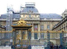 Le Palais de Justice-Palais de Justice Law Courts
