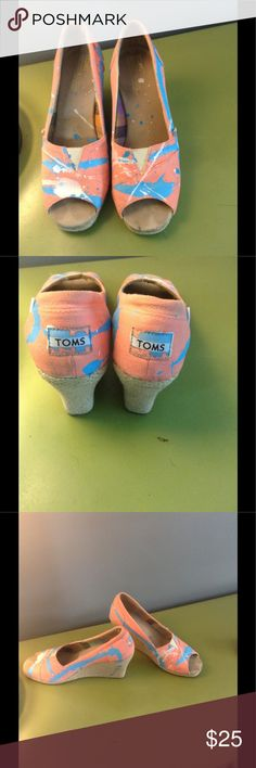🎀🎀🎀 EUC TOMS UNIQUE SPLATTER PAINT WEDGES 8🎀🎀 Hey y'all! These are the 🐝🐝 knees! Love them so much but having to downsize as my children actually want to use their closets for their OWN stuff! Go figure!😀 Toms Shoes Wedges