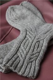 Merenkulkija Sock pattern is a basic cabled design for worsted weight sock yarns. The instructions include two different cable patterns. Circular Knitting Needles, Loom Knitting, Knitting Socks, Knitting Patterns Free, Knit Patterns, Hand Knitting, Knitting Basics, Knitting Projects, Wool Socks