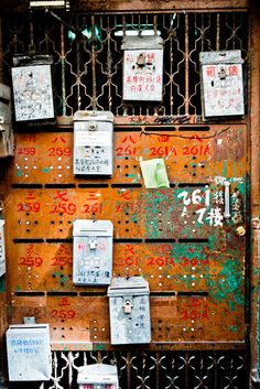 love these hong kong doors....perfect for pictures