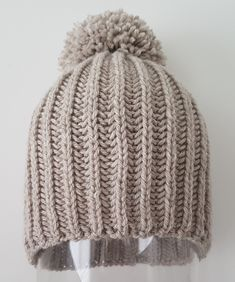 Wool caps with two needles. Diy Crafts Knitting, Loom Knitting, Free Knitting, Knitting Patterns, Crochet Patterns, Crochet Hat Size Chart, Free Crochet, Knit Crochet, Crochet Hats