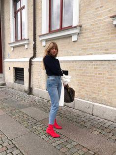 Matilda djerf wearing vintage louis vuitton handbag