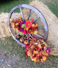 Ways to decorate with a wagon wheel for Fall
