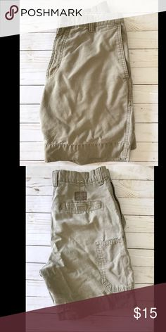 Men's Olive Green Columbia Shorts Have been worn but GUC no stains rips tears etc Columbia Shorts