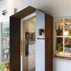 큐플레이스 외식 상공간 전문 인테리어 Terrace Design, Loft Design, Facade Design, Cafe Interior Design, Interior Architecture, Chocolate Store Design, Home Design Store, Storefront Signage, Kindergarten Interior