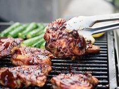 These Ginger Grilled Chicken Thighs are huge on flavor, and super easy! Grilled Honey Mustard Chicken, Grilled Chicken Thighs, Boneless Skinless Chicken Thighs, Veggie Skewers, Sauce Barbecue, Grilled Fruit, Garlic Recipes, Yum Yum Chicken
