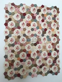 Fijn dat je langskomt op mijn blog. Op mijn blog kan je lezen over patchwork, zijde lint borduren, enz. En natuurlijk over de dagelijkse dingen die me overkomen.