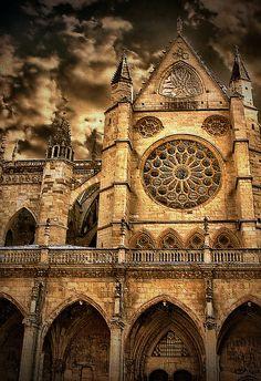 Catedral de León , Spain León X (My Hometown) por Jose Luis Mieza Photography en Flickr (cc)