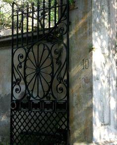Beautiful gated entry - Charleston, SC