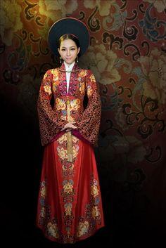 ao dai SĨ HOÀNG. Traditional Vietnamese dress.