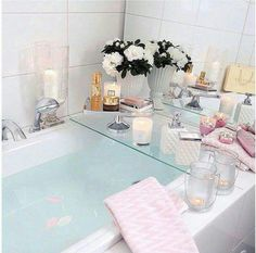 Decor Therapy: 5 things to do now to boost your domestic bliss — The Decorista Take a dip into relaxation with some gorgeous bath inspiration for your pamper days! Closet Interior, Interior And Exterior, Home Design, Interior Design, Interior Minimalista, Relaxing Bath, Home And Deco, Beautiful Bathrooms, My New Room