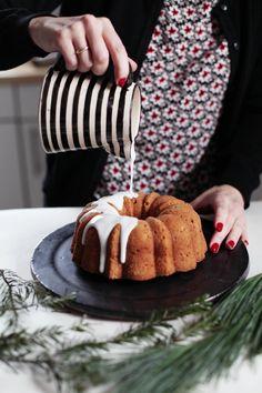 Fräulein Klein : Orangenkuchen mit gebrannten Mandeln und kleine weihnachtliche Cheesecake-Pies