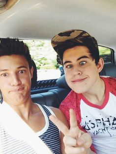 Cameron dallas and shawn mendes. Cameron Alexander Dallas, Cameron Dallas, Cam Dallas, Shawn Mendes Memes, Shawn Mendes Imagines, Nash Grier, Hayes Grier, Shawn Mendes Camila Cabello, Minions
