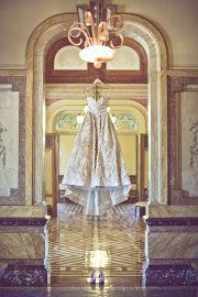 Cool idea for wedding dress pic