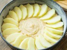 Almaszeleteket rakott a nyers tésztára, amit egy torta formába öntött – Ez az idei ősz top listás sütije! Hungarian Cake, Honeydew, Tart, Cheese, Cookies, Fruit, Food, Drink Recipes, Chair