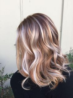Trendy Hair Highlights : Ideas for Light Brown Hair Color with Highlights and Lowlights ★ See more:… Balayage Ombré Blond, Hair Color Balayage, Balayage Highlights, Haircolor, Blonde Caramel Highlights, Strawberry Blonde Highlights, Caramel Balayage, Blonde Hair Caramel Highlights, Strawberry Blond Hair