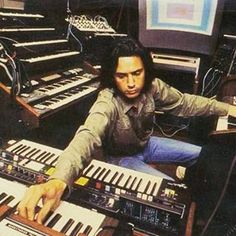 """viva80pt: """" #JeanMichelJarre #synths #synthpop #80s #eighties #anos80 #los80 #annees80 #keyboards #teclados #sintetizadores #synthesizers """""""