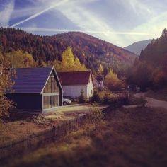 The Cozy Scandinavian Cabin by Mountain River & Woods Scandinavian Cabin, Romania, Tiny House, Places To Go, Cozy, House Styles, Woods, Mountain, River