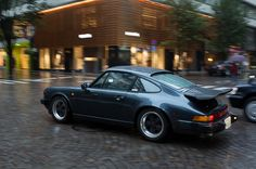 Porsche 911 (930) in the rain