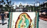 Depuis mardi, la basilique de Guadalupe, à Mexico, a vu affluer sept millions de pèlerins venus rendre hommage à la sainte patronne du Mexique. Une fête religieuse où s'entremêlent la culture aztèque et la religion catholique.