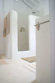 TADELAKT: The Magic of a Centuries Old Moroccan Material | A sculptural white shower designed by Barefoot Styling.