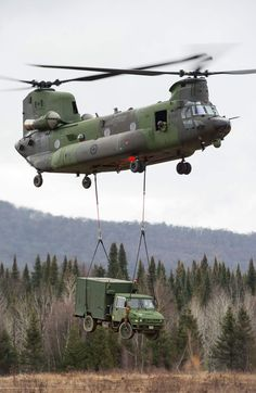 United States Army could have you flying a Boeing Chinook through our Seat to Street program starting as a Warrant Officer without college. Military Helicopter, Military Guns, Military Aircraft, Military Vehicles, Boeing Ch 47 Chinook, Chinook Helicopters, Fighter Aircraft, Fighter Jets, Aigle Animal