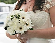 Great wedding flowers, maybe with turquoise ribbon
