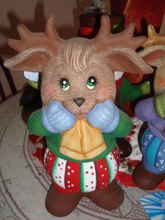 Resultado de imagen para casa de ceramicas navideñas al frio Christmas Decorations, Christmas Ornaments, Holiday Decor, Ceramic Bisque, Polymer Clay Creations, Glass Blocks, Reno, Ceramic Painting, Reindeer