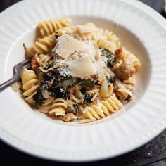 Sausage, Onion, Kale and Parmesan Rotini Solution Gourmande, Parmesan, Pregnancy Meals, Confort Food, Pasta, How To Cook Sausage, Vegetable Recipes, Kale, Delicious Food