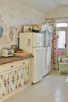 """Casinha colorida: TOP 10: cozinhas em estilo cottage com """"cortininhas"""" sob a pia"""