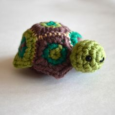 This turtle amigurumi can also serve as a secret box! Pattern by Pops de Milk.