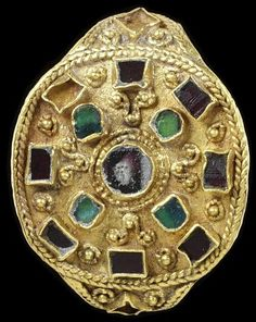 Ring, Gold decorated with filigree and set with pastes, 6th-7th century, Lombardy, Italy