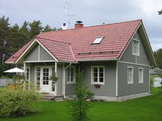 Grey Houses With White Trim Wood House Exterior Squared Windows Red Roof Dream Home Light Gray Dark Examples Of Color Combinations Architecture What Door Front - Front Door Colors For Tan House Exterior Paint Colors For House, Paint Colors For Home, Exterior Colors, Reforma Exterior, Red Roof House, Houses With Red Roof, Grey Houses, Wood Houses, Roof Colors