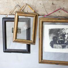 Prachtige fotolijsten van staal, antiek messing of koper. Allemaal van het fairtrade merk #Nkuku