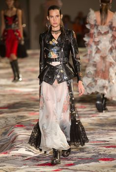 fd88b2f64af2 Alexander McQueen, Spring 2017 - The Most Daring Coats and Jackets at Paris  Fashion Week - Photos