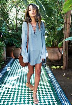 Julie Sariñana of Sincerely Jules makes a simple shirtdress and flat sandals look effortlessly cool.