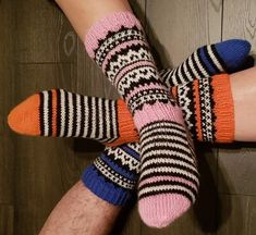 JonSukat kuva 1 Knitting Socks, Knitting Ideas, Knit Socks, Leg Warmers, Mittens, Knit Crochet, Slippers, Handmade, Diy